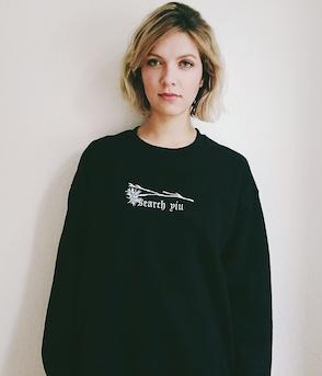 Search Yiu - Sweater - Prachtnelke (schwarz, bestickt)