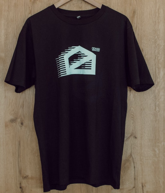 halle02 - dolby halle02 Shirt